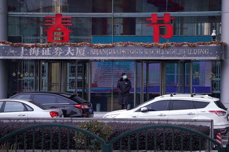 Shanghai-stock-exchange-security-R-780.jpg