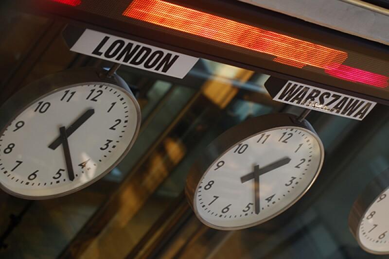 Warsaw clocks-R-600