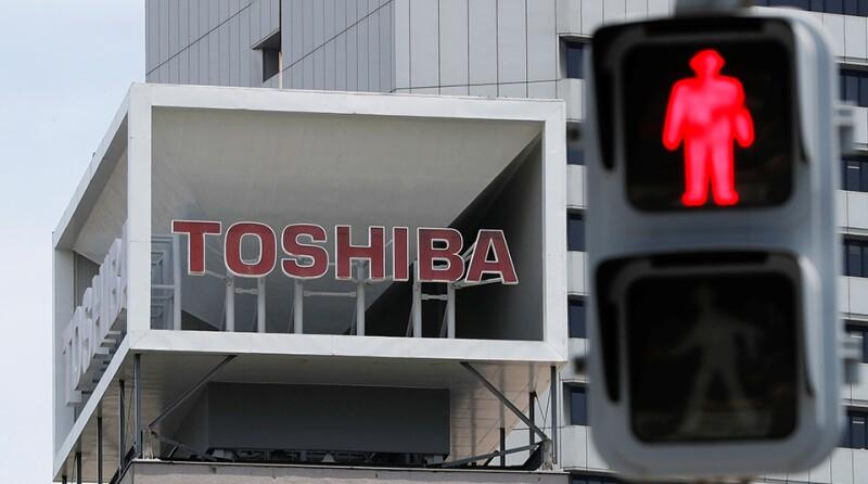 Toshiba-logo-red-man-Reuters-960x535.jpg