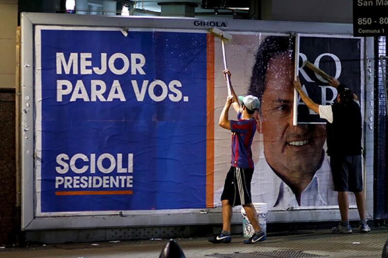 Daniel Scioli poster-R-600