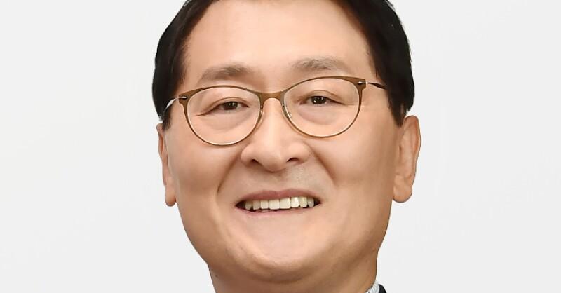 Wi Sung-ho, President & CEO, Shinhan Bank 2.jpg