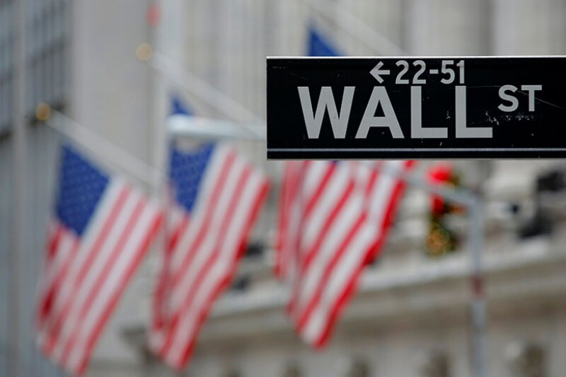 Wall-street-sign-US-flag-R-780.jpg