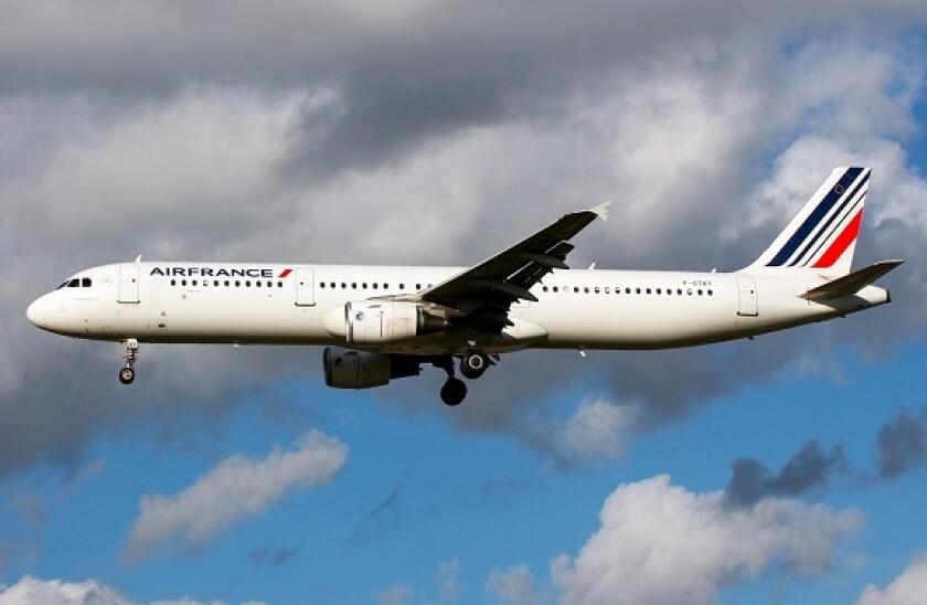 air_france_in_flight_alamy_575x375.jpg